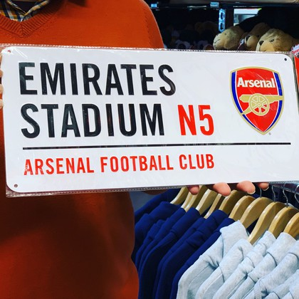 arsenal football team street sign
